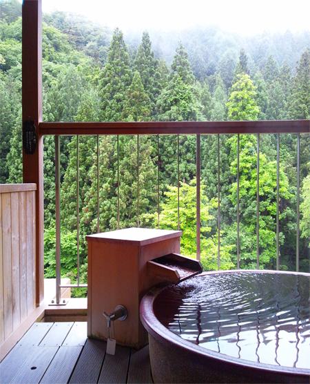 盛岡、花巻の温泉「遊泉 志だて」の露天風呂