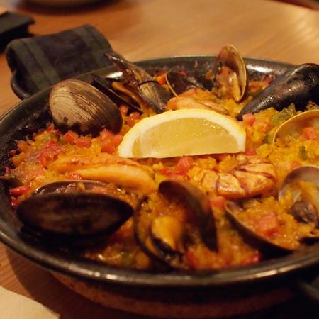 盛岡材木町のスペイン料理「tad y mitad(ミタイミタ)」のパエリア