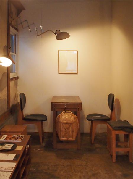 盛岡内丸のカフェcarta(カルタ)の店内