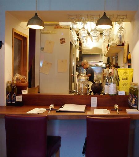 盛岡紺屋町「イタリア料理 ドゥエ マーニ (Due Mani)」の店内