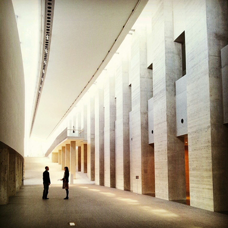 盛岡の岩手県立美術館のグランドギャラリー
