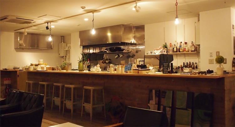 盛岡菜園のカフェ、バー、レストラン「Cafe RHINO カフェ ライノー」の様子