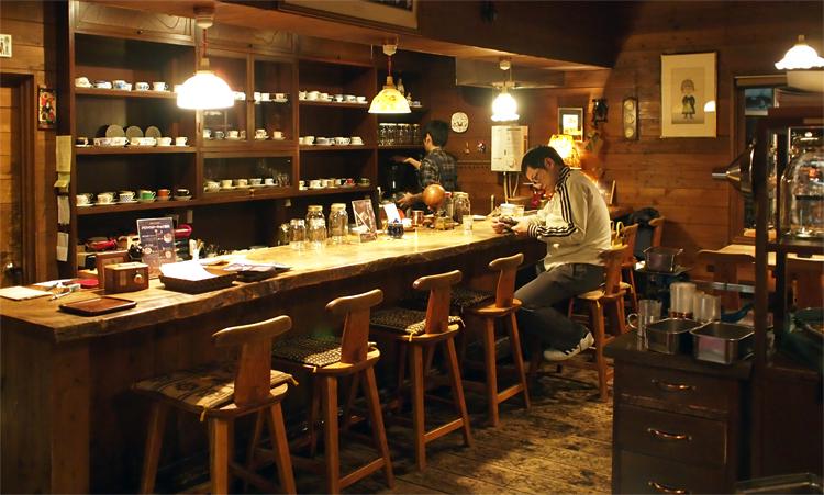 盛岡本町通の喫茶店「機屋」の店内