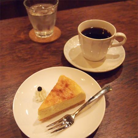 盛岡菜園のカフェ、バー「パノニカ」のチーズケーキ