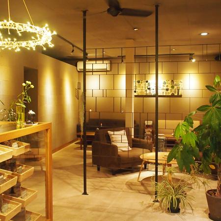 盛岡鉈屋町の生豆コーヒー店「fulalafuフララフ」の店内