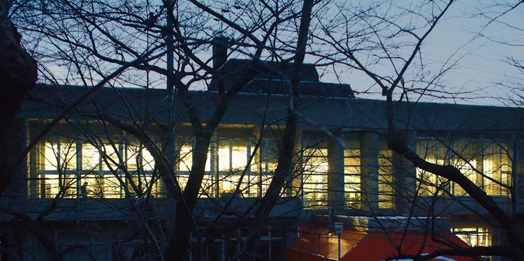 盛岡市高松の「盛岡市立図書館」の外観