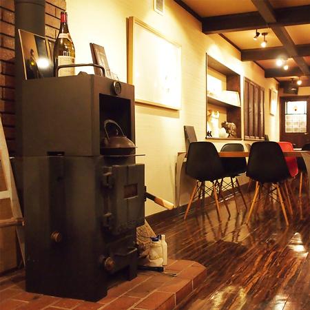 盛岡中の橋の東屋が経営するそばを使った創作料理のダイニングバー「九十九草」の店内