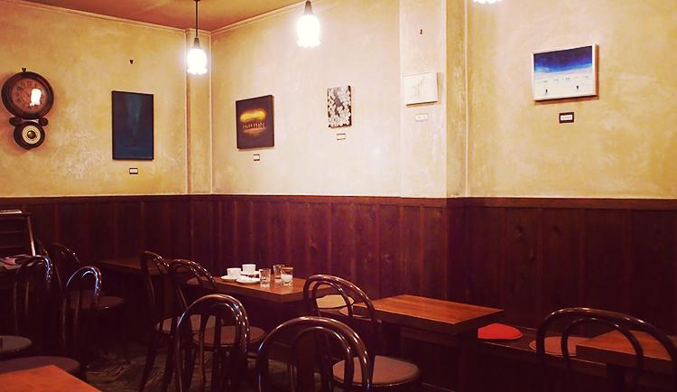 盛岡中ノ橋のシャンソンがかかるおすすめの喫茶店「六分儀」の店内